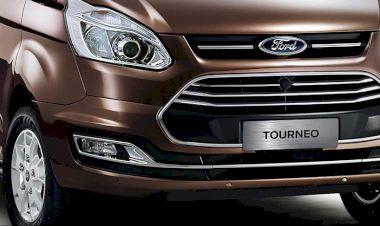 Mặt trước mang đậm triết lý thiết kế của Ford