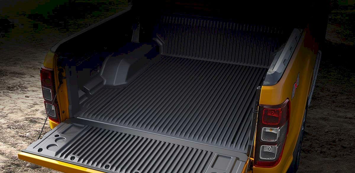Hệ thống đèn chiếu sáng thùng hàng phía sau luôn đảm bảo cung cấp đủ ánh sáng cần thiết, bất kể ngày hay đêm. Không chỉ vậy, Ranger Mới còn được trang bị ổ cắm nguồn 230V cho phép bạn sạc trực tiếp điện thoại, máy tính hay các thiết bị điện tử khác, bất kể bạn ở đâu.