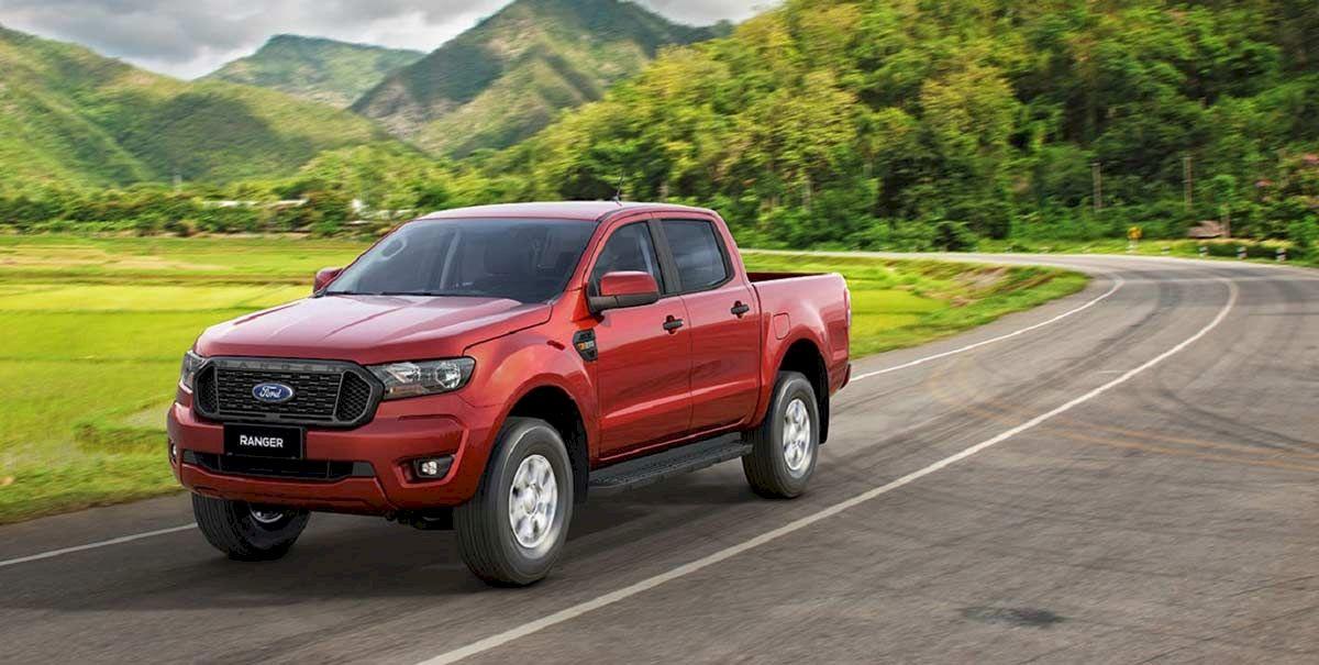 Ford Ranger XLS AT được trang bị động cơ 2.2L cho công suất 160 mã lực tại vòng tua máy 3.200 vòng/phút, mô men xoắn 385 Nm tại 1.600-2.500 vòng/phút đi cùng hộp số tự động 6 cấp.