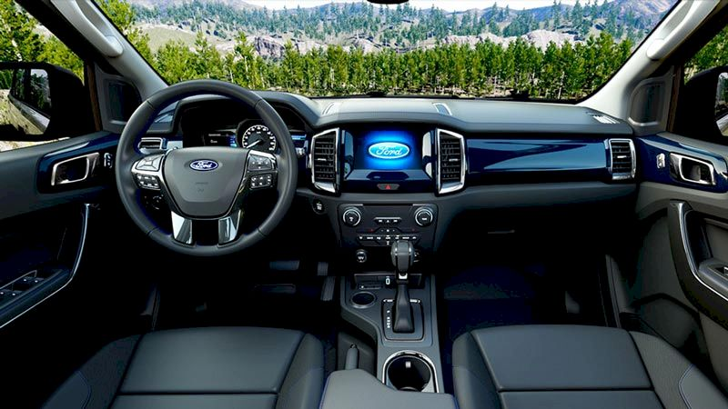 So sánh Nội thất Ford Everest 2021