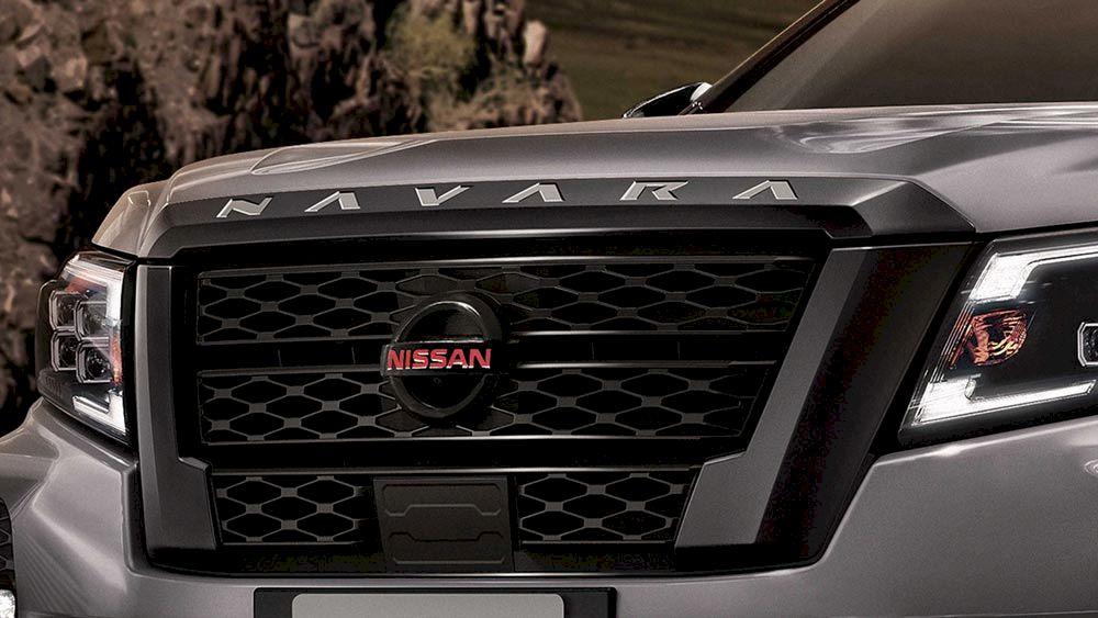 Nissan navara lưới tản nhiệt