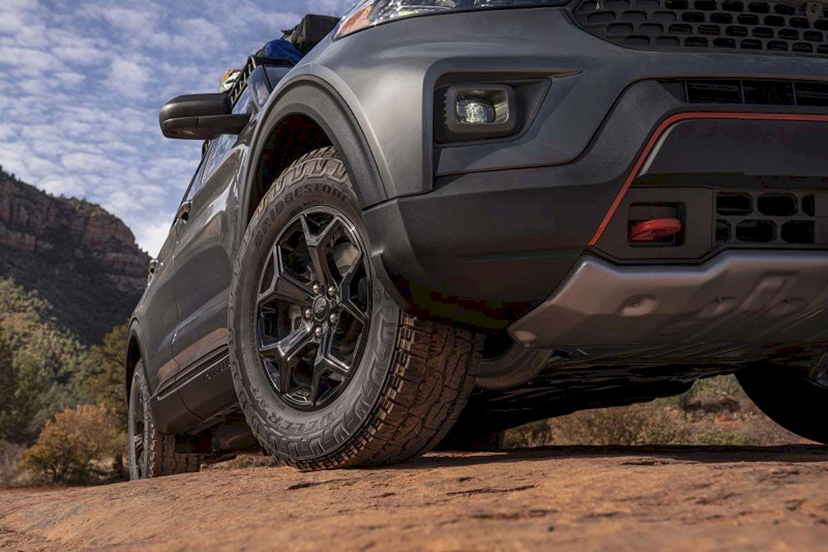Ford Explorer Timberline 2021 có tấm ốp bảo vệ gầm dưới đầu xe, đuôi xe và 2 bên sườn xe