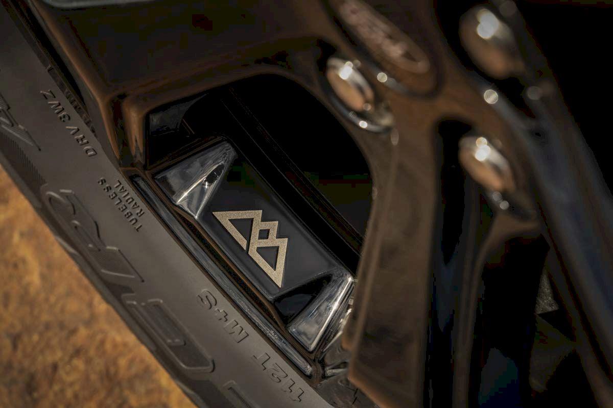 Logo hình núi non Timberline được khắc trên vành xe