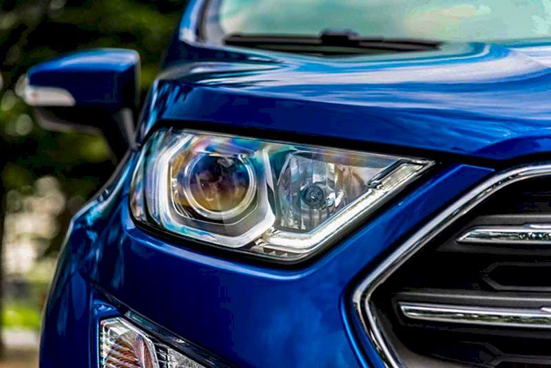 Ecosport chính là cụm hệ thống chiếu sáng dạng xenon đi cùng đèn LED định vị ban ngày